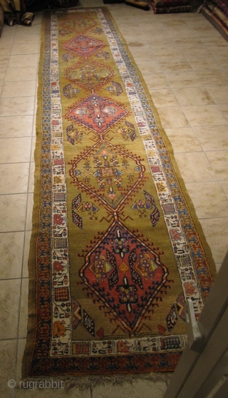 Antique Sarab runner on a wool foundation. Size: ca 500x100cm / 16'4'' x 3'3''ft