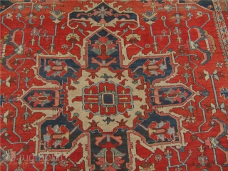Decorative antique Persian Serapi Heriz. 19th century. Size: ca 370x295cm / 12'2'' x 9'7''