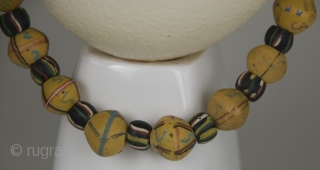 16 Old  Venice King and 22 black Fancy Venice trade glass beads  necklace insered on strong steel strang (1850-1950)  Venice King were traded in the 19th century from Murano (Venice) to  ...