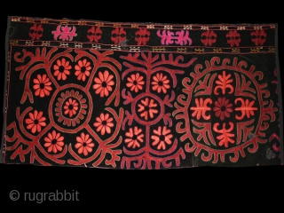 """Tekche (fragment ?)cod. 0664. Silk lacing and chain stitch hand-embroidery on black velvet. Kirghiz people. Central Asia.. Early 20th. century. Very good condition. Cm. 35 x 95 (1'2"""" x 3'1"""").    ..."""