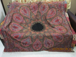 A Beautiful Indian square shawl in good condition and perfect colours. Size 172cm*170cm.