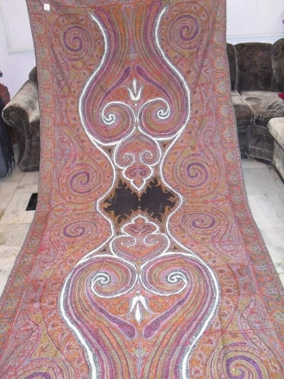 A beautiful vintage Kashmir long shawl in superb quality and perfect condition and colours.