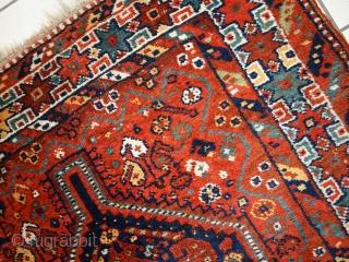 Handmade antique Persian Shiraz rug 3.8' x 5.2' (116cm x 160cm) 1920s - 1C449
