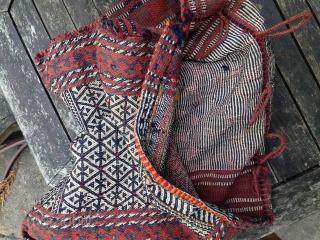 Old Qashqai Darre Shuri/Darehsholi, very nice colors and it needs a wash, still. Bought it myself in Shiraz. 102x51 cm