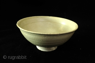 Song bowl, high 7.5 cm. wide 17 cm. 