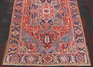 Antique Heriz Carpet wonderful colors and very nice condition all original size 2,90x1,96 cm Circa 1900