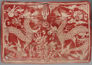 Two Dragons with a flaming pearl.  (17th to 18th century.) This is the only felt known in this large format. Two dragons depicted in a highly accomplished graphic Ming style.  256 cms  ...