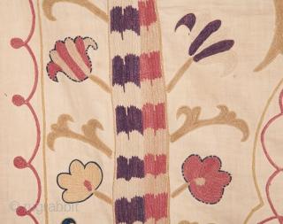 Central asian Uzbek Suzani 103 x 140 cm / 3'4'' x 4'7''