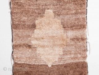 Central Anatolian Small Tulu Rug with an abstract Medallion 62 x 104 cm / 2'0'' x 3'4''