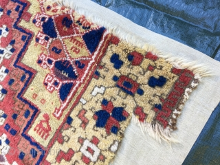 Central Anatolian Fragment - super rare - Ghirlandaio Medaillon - natural Colors - soft wool on wool mounted on linen / Size: 158 x 120 cm / clean an absolut rare Fragment