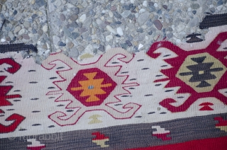 Antique large late 19th century Sarkoy Pirot kilim with nice central medallion.