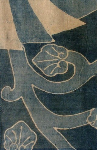 Tsutsugaki 'noshi' futonji panel, Japan, Meiji (circa 1880), cm 131x33. This is a really lovely panel from a bedding cloth (futonji), decorated in the so-called 'tsutsugaki' technique with the pattern of a  ...