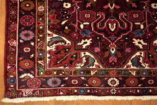 Perfect small Heriz rug. Size: 107 x 137 cm. Very good condition.