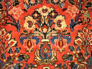 Wonderful persian Sarough. Size: 245 X 293 cm. Good condition. Great Colors. Very fine knotting.