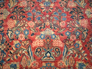 Very old persian Sarough Feraghan. Size: 203 x 132 cm. Very good condition. Full pile. Decorativ item.