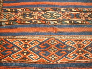 Very old flatwave anatolian great bag. Size: 60 x 108 cm. One old repair. Good condition and wonderful colors. Complete.