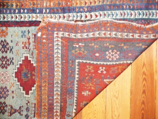 Turkish prayer rug,w/w.115x90 cm. Cankiri-area, dates from first q.19th.c. Depicts the anthropomorphic form also found on tombstones in the region. Compare with the sample in Turkish Handwoven Carpets, cat.3, 0220, only this  ...