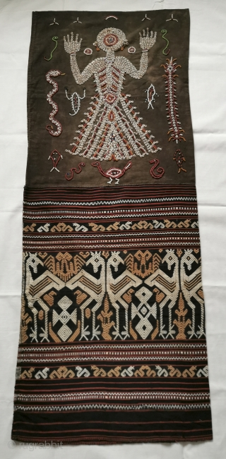 Superb Old Sumba Ceremonial Weaving with Shells & Beads called Lau Wuti Kau. Exceptional layout and attention to detail. See more here https://wovensouls.com/products/1144-old-sumba-ceremonial-skirt-weaving-with-shells-beads-lau-wuti-kau 