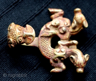Chinese Qin nation gilt bronze belt buckle from the Zhou Dynasty 770-221 B.C.  A finely sculpted and cast bronze, fire gilded belt buckle found in Nanchang Jiangxi Province, China. Made by artisans from  ...