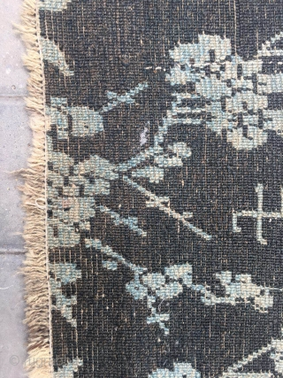 Tibetan rug, blue background with white peony flowers pattern, complete rug with very good condition, wool warp and weft, the wool very bright. Good age. Size 65*62.