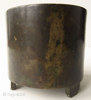 Antique Chinese Bronze Tripod Xuande cartouche (1426-1435)    Antique Chinese bronze incenser of a cylindrical form on tripod feet, standing on a carved wood base. The interior of the censer has natural green patina  ...