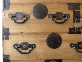 Japanese Antique Single Section Isho Tansu  Antique Japanese single section isho tansu (clothing chest). Kiri (paulownia) wood front with sugi (cryptomeria) wood frame and drawer interiors. Three full-width drawers, the middle drawer is  ...