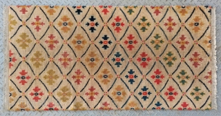 "No.R155 * Tibetan Antique Rug.Age: 19/20th Century.Size:76x148cm(2'6""x4'10"").Origin: Tibetan. Shape: Rectangle.Flower lattice pattern.Background Color: Off-whites,lvory.wool/wool."