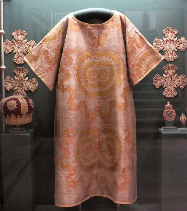 Prelate's cope of gold-woven Ottoman silk, dedicated by the Metropolitan of Nikomedeia, Neophytos, to the Monastery of St John the Forerunner at Serres. 1629. H. 1.30 m. (ΓΕ 9349) image copyright rugrabbit.com text copyright Benaki Museum